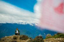 玛娜茶金,面对亚丁三神山,尽管云雾缭绕,心中依然明亮。