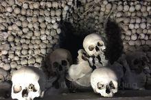 人骨教堂,纪念黑死病死去的人。
