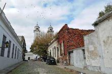 #拉普拉塔河边的安宁小城~科洛尼亚# 乌拉圭科洛尼亚城,建于1680年,位于乌拉圭河进入拉普拉塔河的