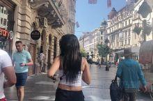 米哈伊洛夫大gong jie 是塞尔维亚贝尔格莱德市中心的一条步行街和苏州的观前街差不多,不可以有车
