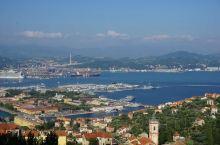 热那亚是地中海第二大港口,在此开车上船可直达巴塞罗那和摩洛哥,这样行程安排就很轻松了,临上船出个意外