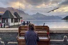 皇后镇湖边钢琴家