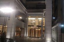 很不错的酒店!比大阪同类的酒店性价比高很多。房间面积也大还有两个小沙发房间干净整洁,卫生间里应有尽有