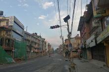 空空荡荡的街道。