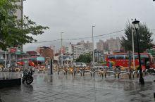 下雨天的淡水,多了份清新与寂寞,一定要到红楼喝个茶或吃根冰棒.