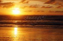 【撸羊记】——夕阳无限好,正是近黄昏 新西兰西海岸,浪非常大,进来这个小镇也是走了挺长一段的山路,有
