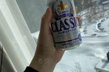 来了北海道怎么能不喝啤酒?可是真的好苦 住在出名的双子塔,晚上去ice village坐在冰椅上烤着