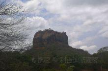 去亭可途中经过兰卡名胜狮子岩,天气太热没法爬山了,山下拍照留念