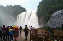 还是几年以前,第N次去了黄果树大瀑布,正是涨水季节,瀑布非常壮观,水雾缭绕,扑面而来,如果要穿过水帘