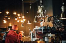 开普敦,十步一个咖啡馆,要说最有个性的就是这家蒸汽朋克主题的咖啡馆,幽暗灯光下泛着金属光泽的老式咖啡