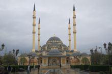 4月17日车臣之心清真寺 连日的雨直到今天也没有停止,昨天到达格罗兹尼酒店时,由于要办理土耳其的电子