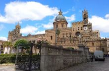 巴勒莫大教堂,建筑风格混杂,凸现其饱经沧桑,更明喻巴勒莫豪强千载觊觎,轮番号令,城头不时变幻大王旗。