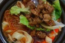 漯河美食——一碗砂锅 中国人对美食的追求从来没有停下脚步,一碗美食承载的是儿时的记忆,同时也承载了某