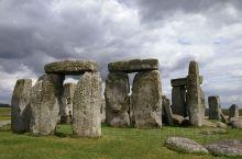 几块石头究竟值不值得去一探究竟?英国离伦敦不远的巨石阵一直是一处颇受争议的旅游景点,有人告诫我花一二
