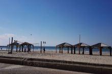 特拉维夫的海滩,沙子很细,水清澈,从雅法古城沿着海岸线走,就是白城,既呼吸新鲜空气,又欣赏美景
