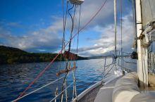 跳伞爱好者必来地---新西兰陶波陶波湖 【彩虹伞的天空】 来到新西兰怎么能不来一次陶波城!这里简直是