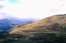 本尼维斯海拔不过1400米,却是英国最高峰。因为离威廉堡才几里路的登山步道被称为旅游级步道,自信的我