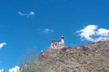 雍不拉康  这里有五个第一 第一座宫殿 第一部经书  第一位藏王  第一个村子  第一块农田……从桑