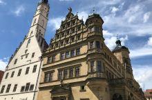 来这座小镇会以为回到了文艺复兴的意大利  小镇 来到罗滕堡这座小镇,好像时光回溯了,大街两边都是中世