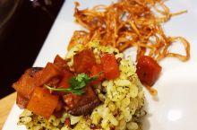 健康精致的蔬食盛宴  卓也小屋其实是苗栗的一家超人气民宿,因为其提供的蔬食套餐广受好评,故而店家将其