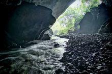 阳朔兴坪,野生岩洞是一个没有被外界影响和污染的时候,清澈见底的溪水冬暖夏凉。值得大家一起,可以咨询我