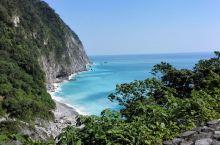 清水断崖,清水山临太平洋之处的断崖,位于花莲县北部,是崇德、清水、和平等山临海悬崖所连成的大块大石崖