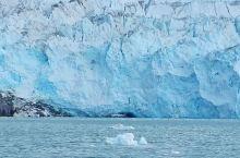 埃其普赛米亚(Eqi)冰川嵌于格陵兰西部重镇伊卢利萨特(Ilulissat)北部80公里处峡湾之顶部