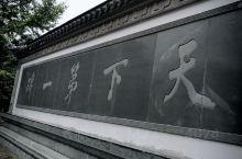 作为一个地道汤山人,只到过两次阳山碑材,一次是幼年求学时,一次是今年国庆。求学时是学校组织,那时尚年