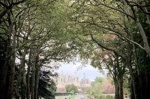 法国人常说,巴黎不是法国,真正的法国在乡下,这说的便是法国的母亲河----卢瓦尔河。这里最有名的城堡