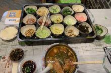 贵州贵阳市的菜市场清晨,特色小吃丝娃娃