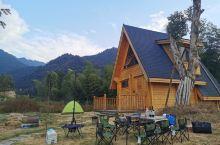 前天和朋友在云山露营基地小木屋住了一晚,我们大家自己煮饭,烧烤,觉得特别写意,空气好,环境好,刚好那