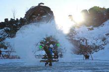 萨满山的途中一一个阿尼湖,厚厚的雪不过百的美女都踩不下去,在远处正能拍出雪上飞的效果,像我这种和美女