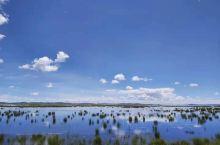花湖位于四川若尔盖和甘肃郎木寺之间的213国道旁,是热尔大坝草原上的一个天然海子。热尔大坝是我国仅次
