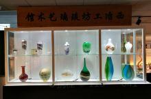 在济南齐鲁工业大学图书馆七层有齐鲁陶瓷玻璃科学与艺术博物馆,馆藏有古代齐鲁大地的陶瓷考古发现,还有陶