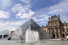 欧洲之夏第三站--法国巴黎 卢浮宫是世界艺术瑰宝的天堂。 因为前一晚下过雨,当天一早阴云密布,仿佛法