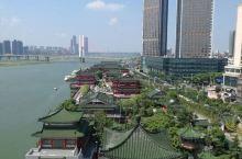 7月来到火炉江西南昌,赣江边的滕王阁作为中国著名的三楼一阁是一定要去打卡的,落霞与孤鹜齐飞,秋水共长