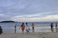 哈哈 下午和小伙伴去亚龙湾海边玩耍 海水挺清澈 空气很好 值得一去