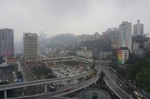 """大大小小不同的桥横架在长江和嘉陵江上,成了重庆的特色之一,重庆也成为中国名副其实的""""桥"""