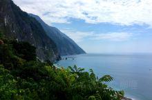 台湾环岛自驾游的后半程,垦丁,台东,花莲一路的海景,清水断崖名不虚传。鹅銮鼻灯塔,猫鼻头,船帆石打卡