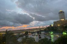 疾风暴雨后夜幕下的科伦坡港口
