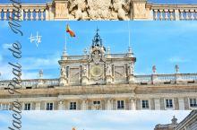 马德里王宫,是仅次于凡尔赛宫和维也纳美泉宫的欧洲第三大皇宫是,也是世界上保存最完好的宫殿之一。马德里