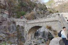 重登泰山,虽然爬了几个钟,但沿途风光不错。建议爬上去缆车落。