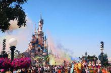 谁还没有个少女心了,迪士尼乐园大概是有毒吧~不过我去的时候正值欧洲假期,外国小朋友也都拖家带口的排队