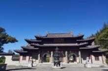 """百丈寺坐落于有""""仙源灵境""""之誉的江西省奉新县西塔乡百丈山,距县城65公里,是中国佛教""""百丈立清规'-"""