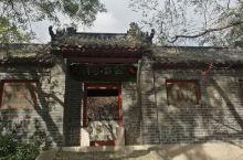 安丘城顶山是3A景区,山上林木茂密,山麓有公冶长书院、青云寺,环境优美。