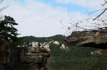 锦绣谷 庐山西线的锦绣谷,是一条1.5公里长的徒步石阶道,起于天桥,止于仙人洞。这是庐山风景独好的地