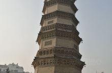 在墨子纪念馆边上,有座龙泉塔,龙泉塔边上,有龙泉∽井口封着∽看不清下面的水。塔的历程∽在第二张图片。