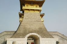 这是湖北襄阳的唐城,国家AAAA级 【酒店攻略】 详细地址:  交通攻略:  亮点特色:  酒店环境