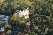 舍农索城堡位于卢瓦河谷,也名女人堡,足可见其精致华丽。我们有幸乘热气球飞越卢瓦河谷,舍农索就成了这片