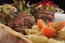 美食推荐 必打卡的牛排餐厅 Tenedor Argentino位于哥斯达黎加的首都圣何塞,是一家排名